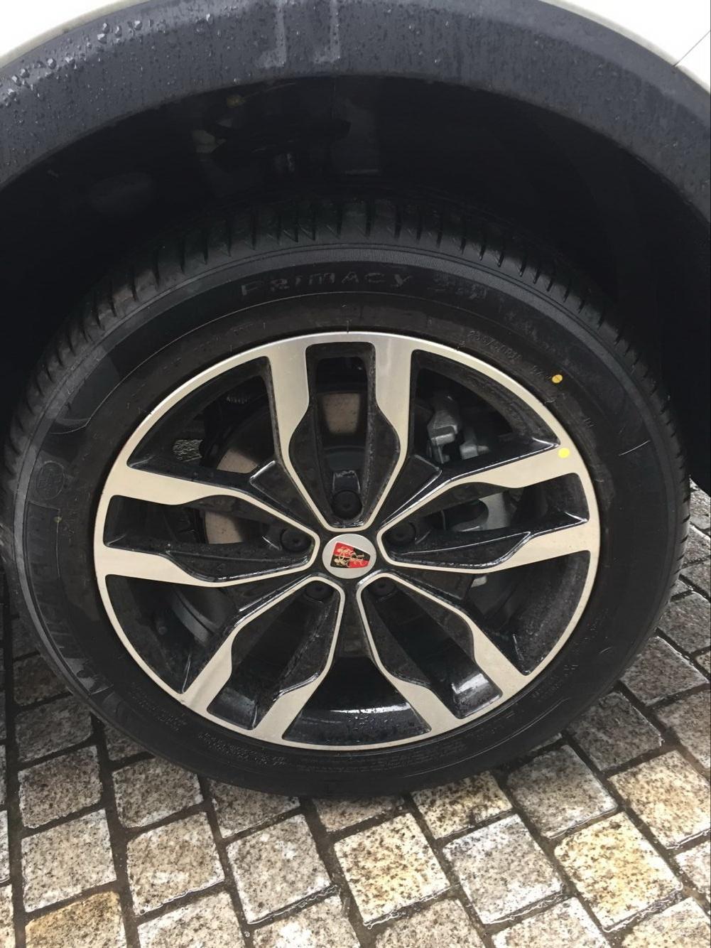 荣威汽车轮胎爆胎图片