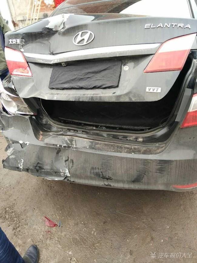 现代悦动这款车可是不咋地啊,后防撞钢梁都是塑料的,真能省高清图片