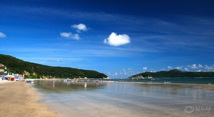 宁静的海湾,清新的空气,洁白的沙滩,翠绿的椰林,星罗棋布的小岛,纯朴