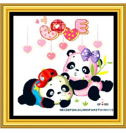 抱着熊猫的情侣头像