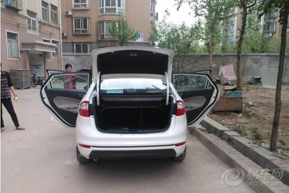 家用车买什么好 喜提白色三厢手动全新福特嘉年华高清图片