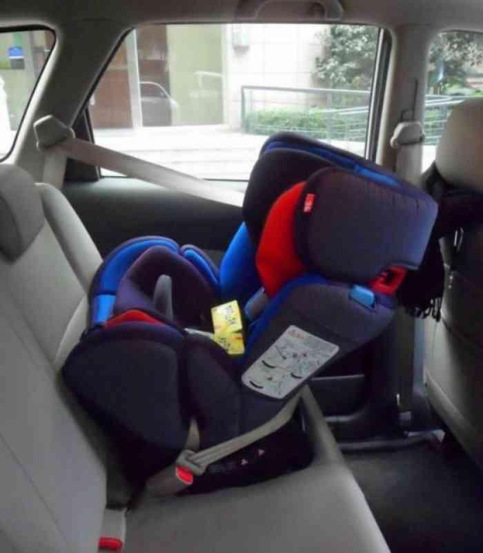 13花冠安装什么样的儿童座椅?