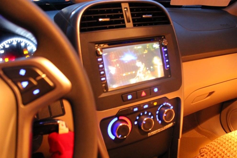 新瑞虎3夜晚原車燈光效果,車內與車外.