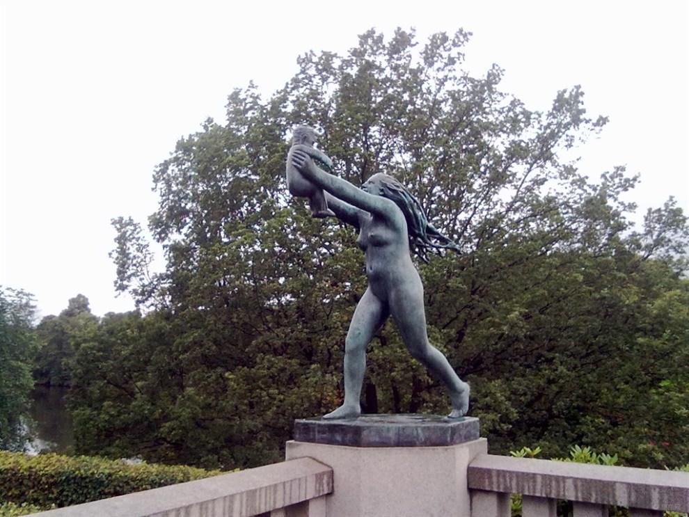 挪威的维格兰裸体人像雕塑公园