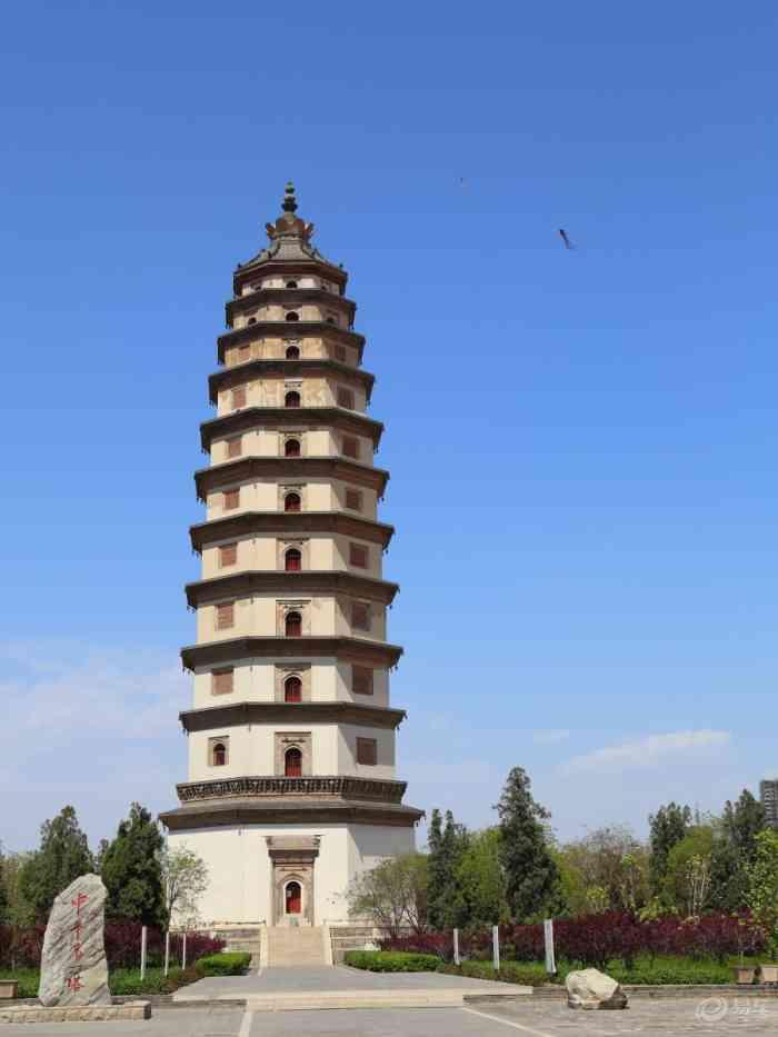 当时定州地处宋辽边境地区,这座塔的另一个重要功能就是了望敌情,因此