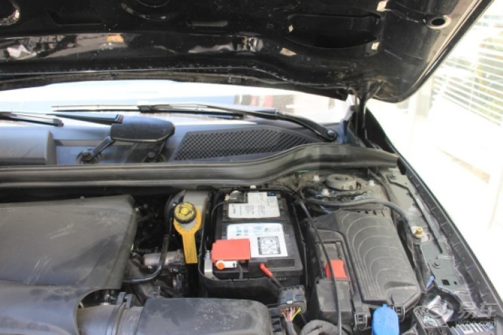 GLA用车作业:带两块启动蓄电池,一块瓦尔塔,另一块是?