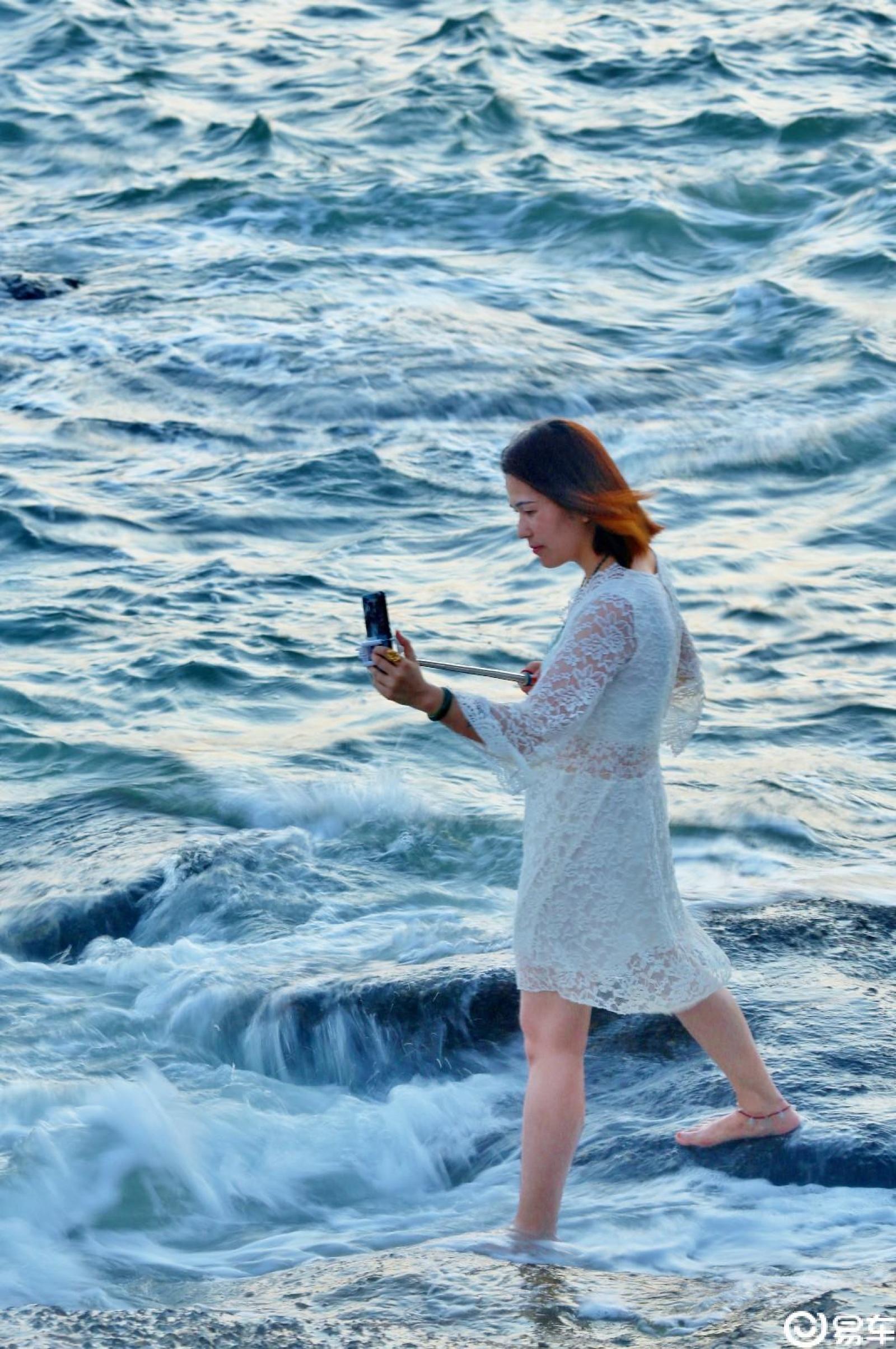 【十一海边游3】海边的人文和拍婚纱照的帅哥靓妹