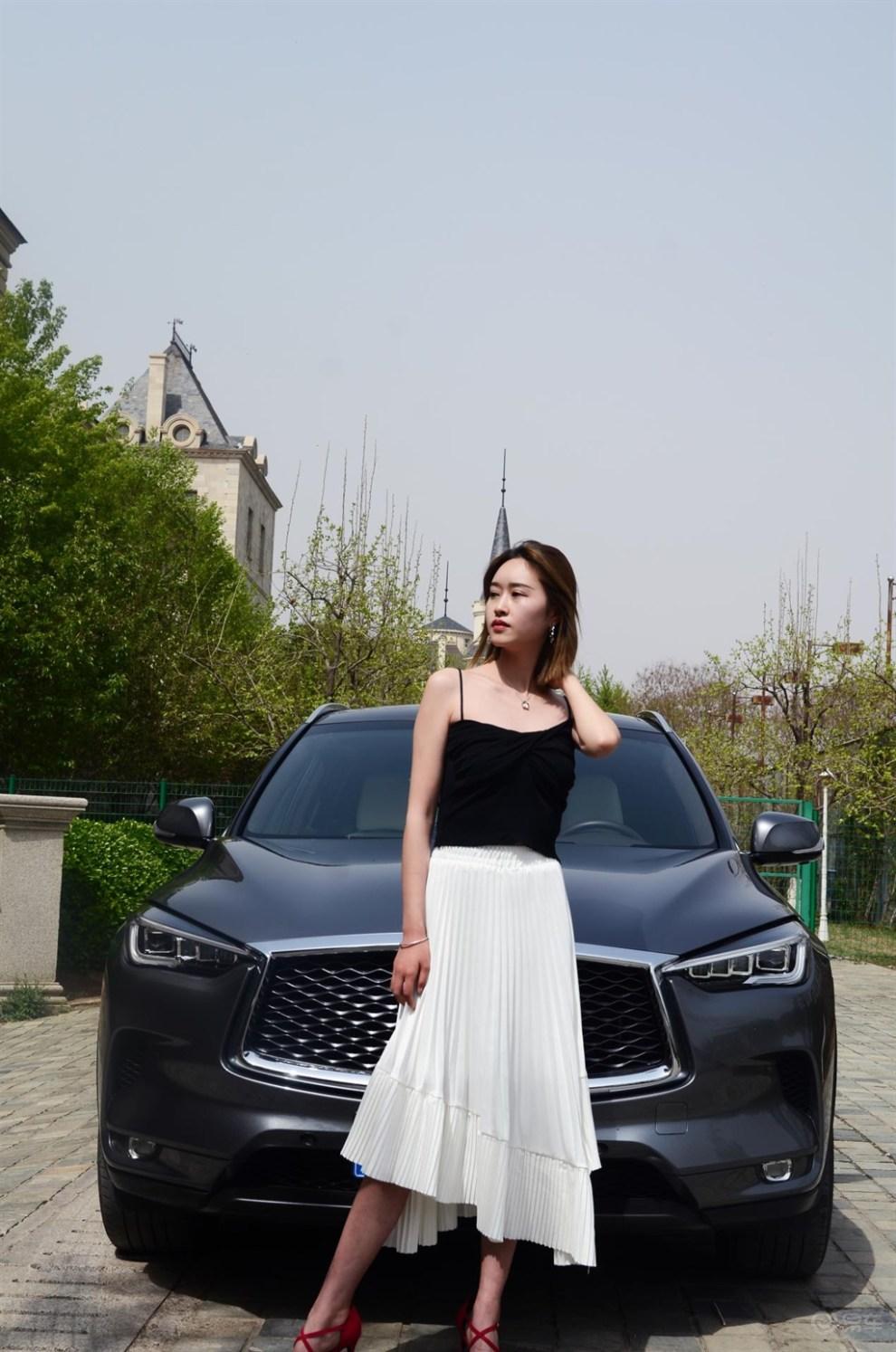 媳妇当车模——欧式建筑下的古典与豪华