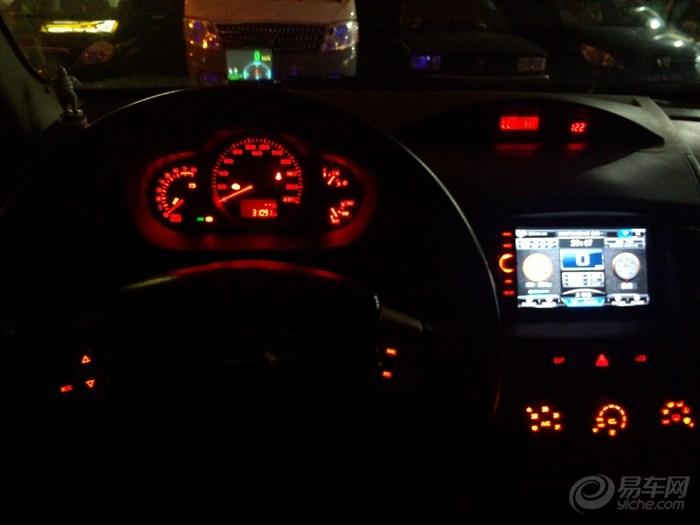 方向盘上的这几个按键均可以随着整车灯光调节按钮调节亮度