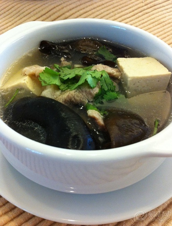 广东/粤菜,是中国八大菜系之一,亦称广东菜。佛山菜也包括在内。