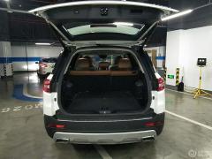 后排空间简直用宽敞来形容,特别像一个移动的小卧室,而且长安CS95和同级别车相比