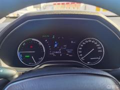 这油耗还行吧?满油的续航里程903,实际可以跑个950多,还不错,关键是驾驶感受