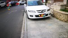 #曝光任性停车#白色马自达,挡住人行道。