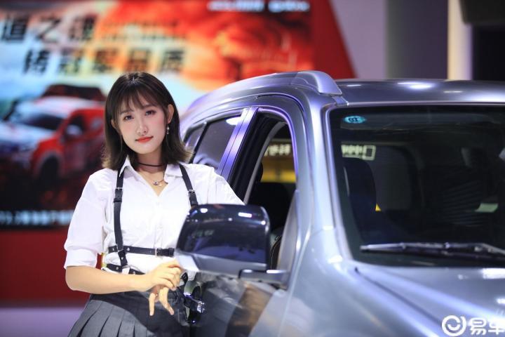 2019成都车展现场实拍,美女豪车相伴