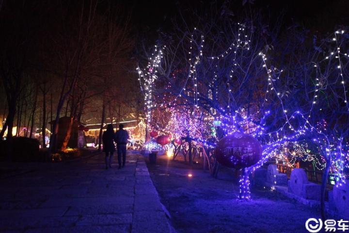 冬夜畅游压油沟,赏流光溢彩古村落
