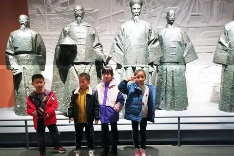 带小朋友参观长沙市博物馆,拓展历史知识