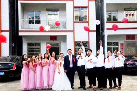 【以车会友】友情岁月,往返千里参加车友婚礼。