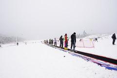 """#乐驾新春#""""大年初一、天上人间""""安吉滑雪乐翻天。"""