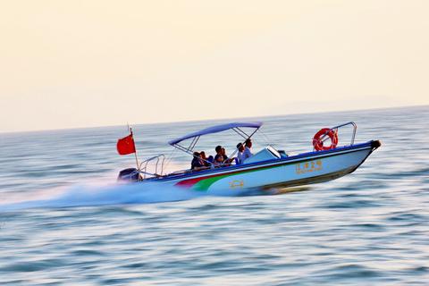 海上的游艇动感飞奔照片拍摄技巧分享