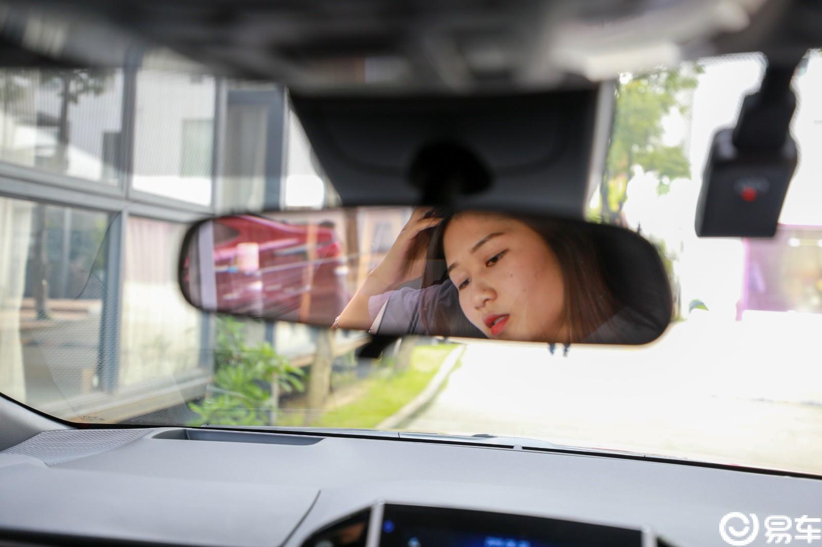 抓住广州最后的一丝丝热气,小师妹街拍走起